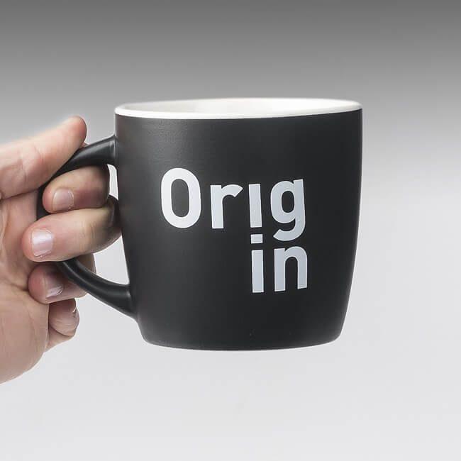 Taza y diseño de logo